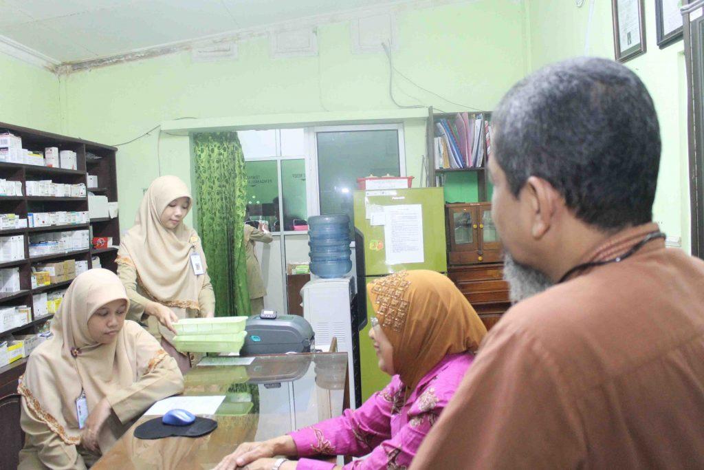 Potret Kegiatan Bimbingan Akreditasi RS At-Turots Al-Islamy Ruang Farmasi